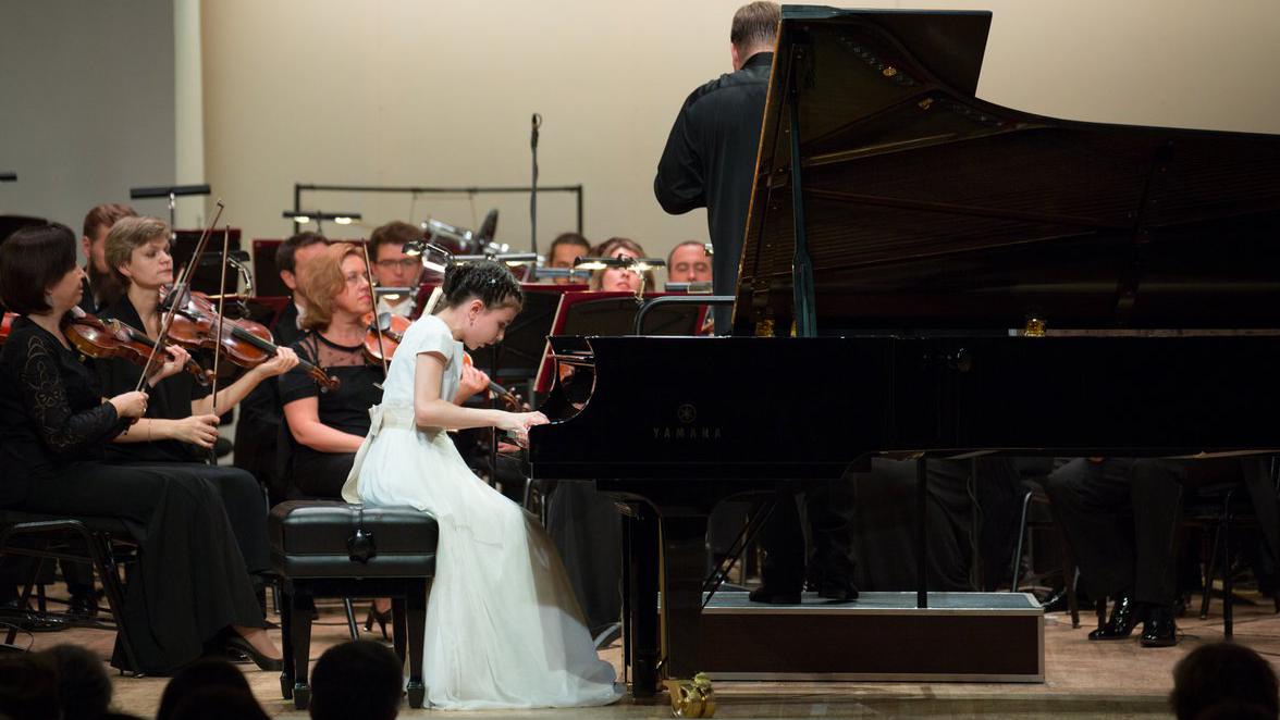 Alexandra Dovgan plays Mendelssohn's Concerto for Piano No. 1 in G Minor, Op. 25