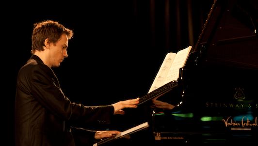 Alexandre Tharaud plays Scarlatti's sonatas