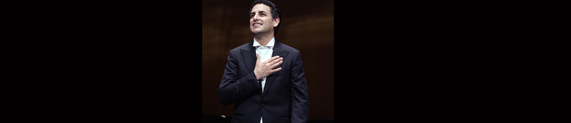 Sir Antonio Pappano conducts Mozart, Rossini, Donizetti, Offenbach, Puccini, and Verdi – With Juan Diego Flórez