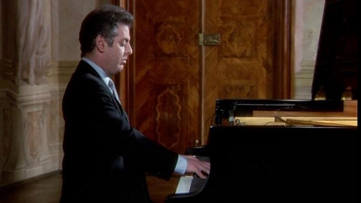 "Daniel Barenboim plays Beethoven's Sonata No. 13, ""Quasi una fantasia"""