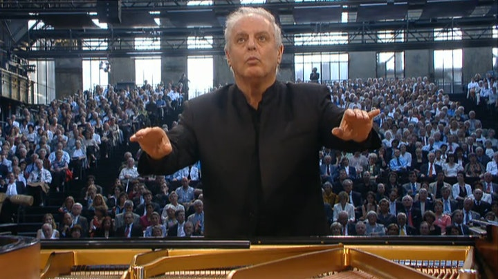 Daniel Barenboim plays and conducts Beethoven: Piano Concerto No. 1