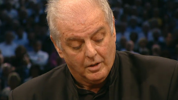 Daniel Barenboim plays and conducts Beethoven's Piano Concerto No. 5