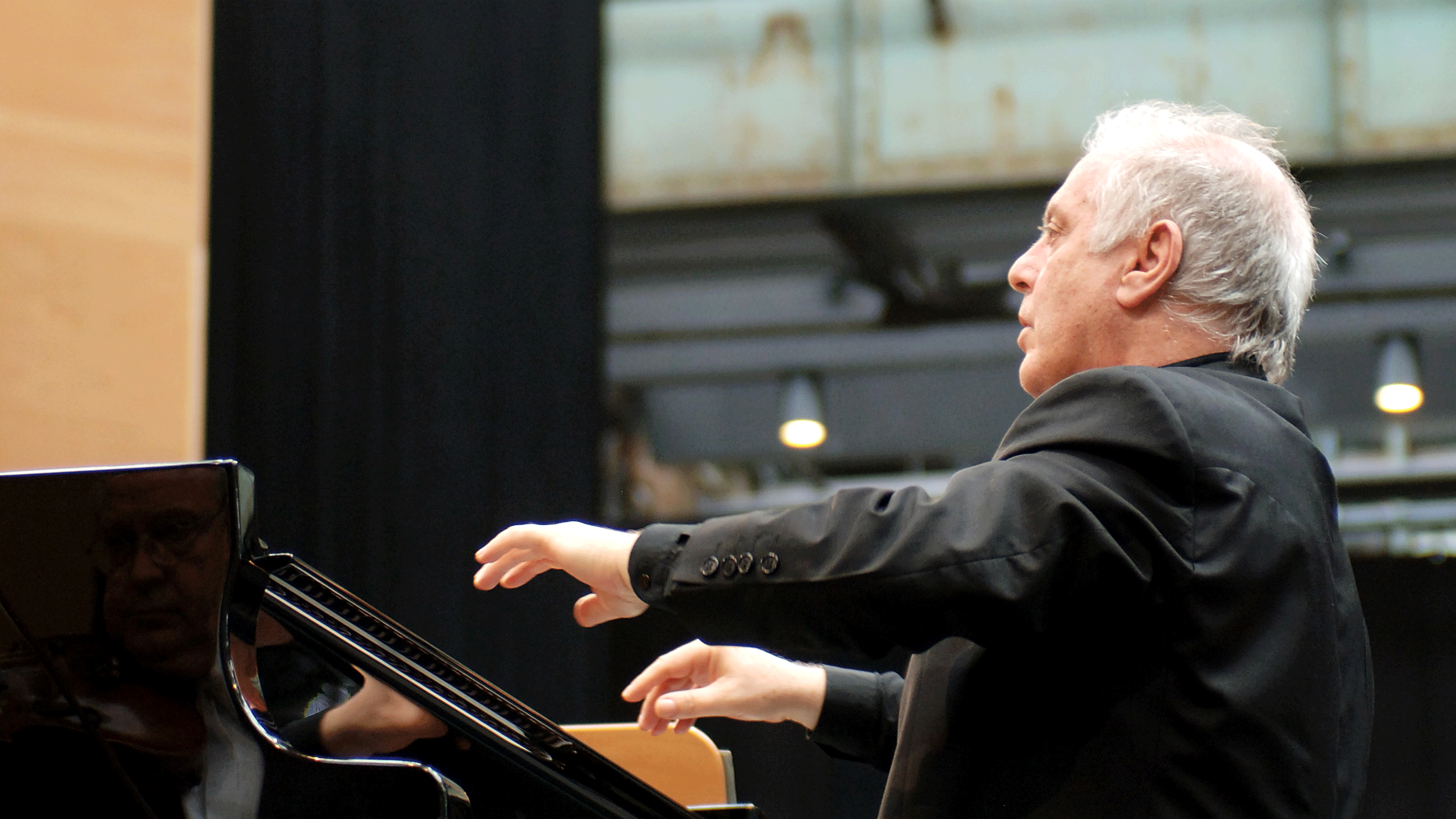Concert Daniel Barenboim plays and conducts Beethoven's ...