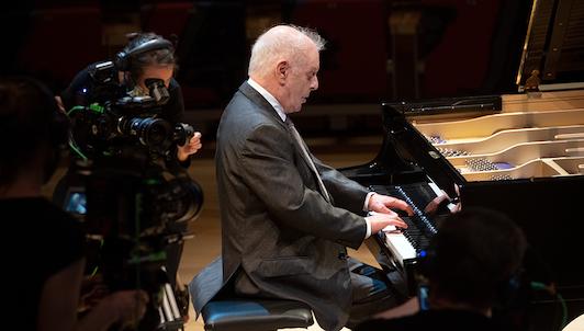 Daniel Barenboim interpreta las Sonatas para piano de Beethoven n.° 12-20