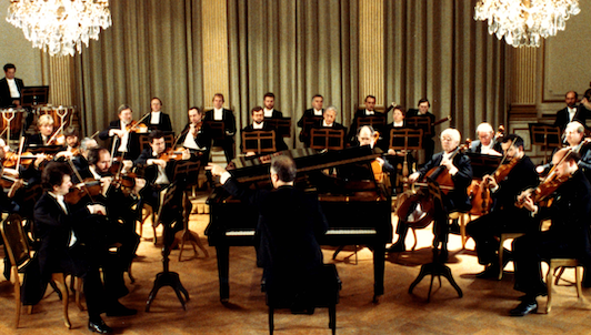 Daniel Barenboim plays and conducts Mozart's Piano Concerto No. 25
