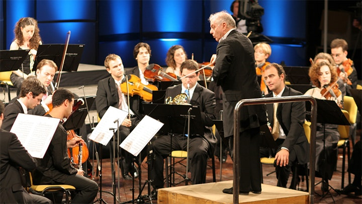 Daniel Barenboim and the West-Eastern Divan Orchestra perform Mozart, Beethoven and Elgar