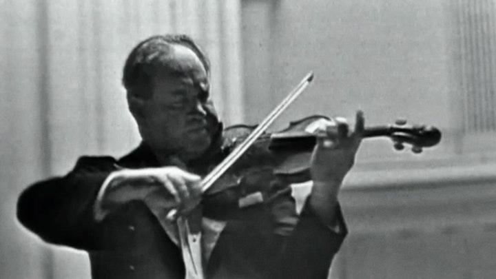 David Oistrakh performs Brahms violon Concerto
