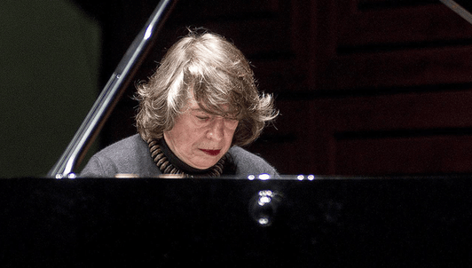 Elisabeth Leonskaja performs Beethoven's last three Piano Sonatas