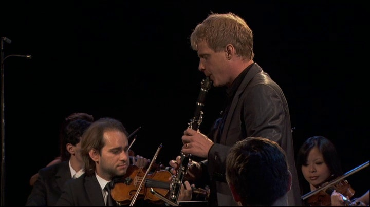 Martin Fröst performs and conducts Mozart's Clarinet Concerto