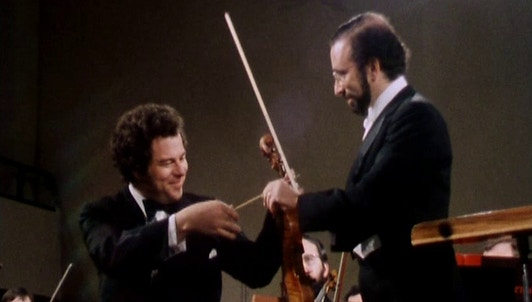 Itzhak Perlman performs the Brahms Violin Concerto