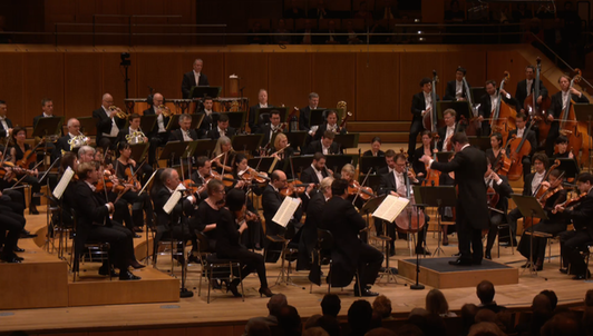 Jakub Hrůša dirige Beethoven y Dvořák