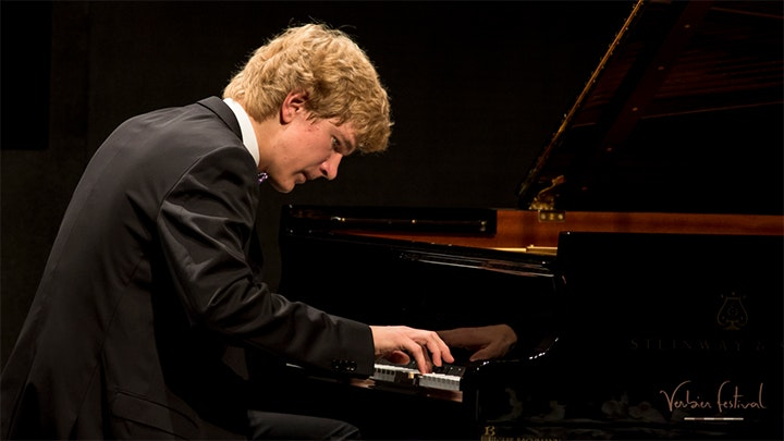 Jan Lisiecki plays Grieg, Chopin and Mendelssohn