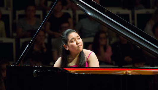 Jiwon Yang plays Grieg's Piano Concerto in A Minor, Op. 16