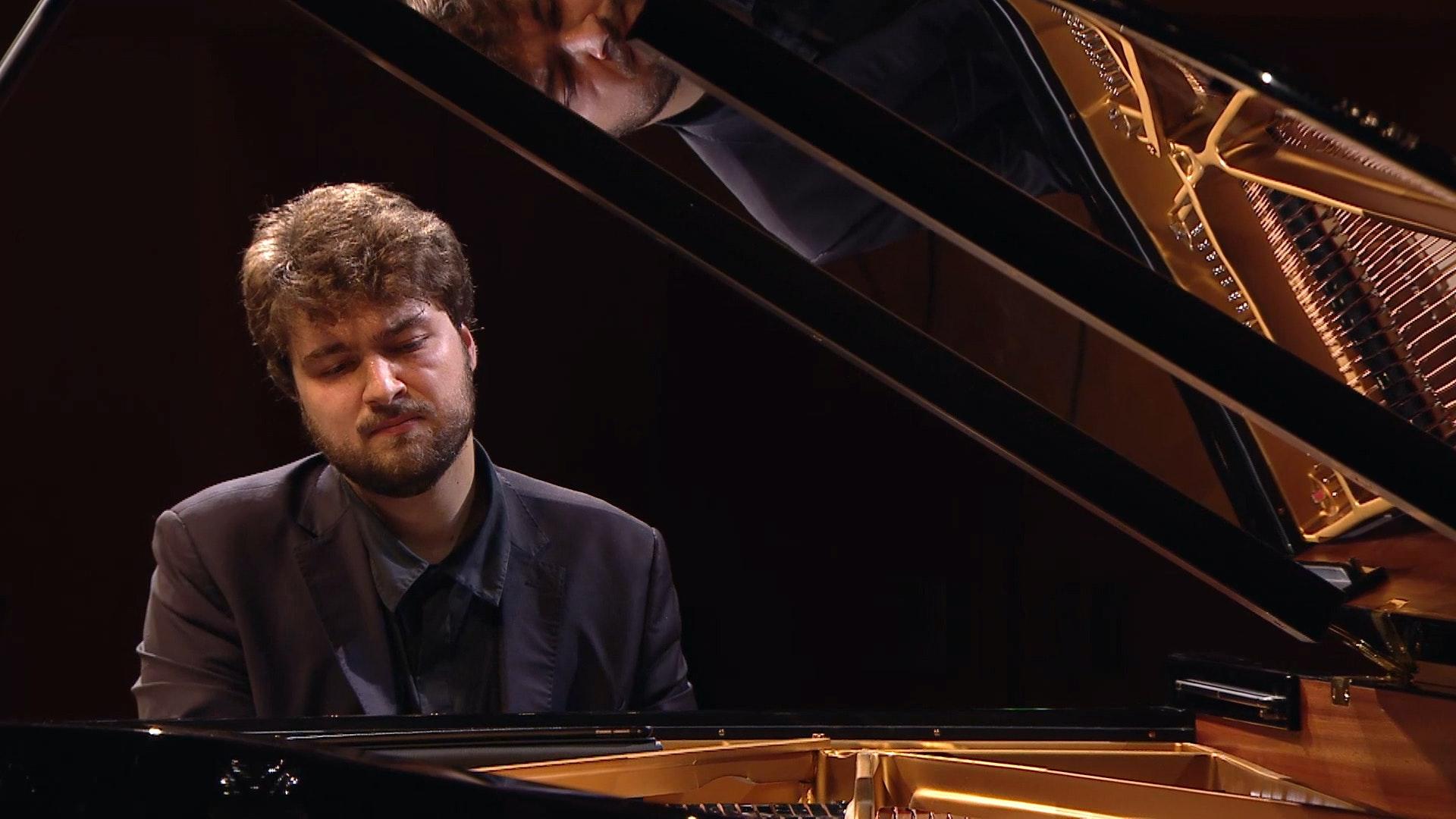 Lukas Geniušas joue la Sonate pour piano n°7 de Prokofiev