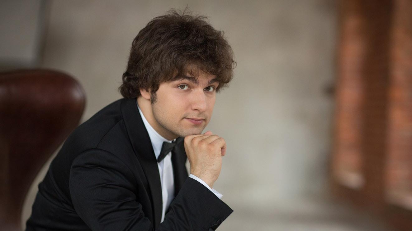 Lukas Geniušas performs Schumann, Chopin and Prokofiev