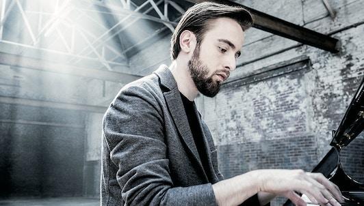 Daniil Trifonov interprète Berg, Prokofiev, Bartók, Copland, Messiaen, Ligeti, Stockhausen, Adams et Corigliano