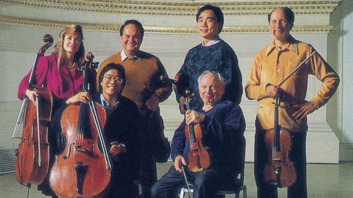 Isaac Stern, Cho-Liang Lin, Jaime Laredo, Michael Tree, Yo-Yo Ma et Sharon Robinson répètent et jouent les Sextuors à cordes n°1 et n°2 de Brahms