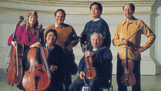 Isaac Stern, Cho-Liang Lin, Jaime Laredo, Michael Tree, Yo-Yo Ma y Sharon Robinson ensayan e interpretan los Sextetos para cuerdas n.° 1 y n.° 2 de Brahms
