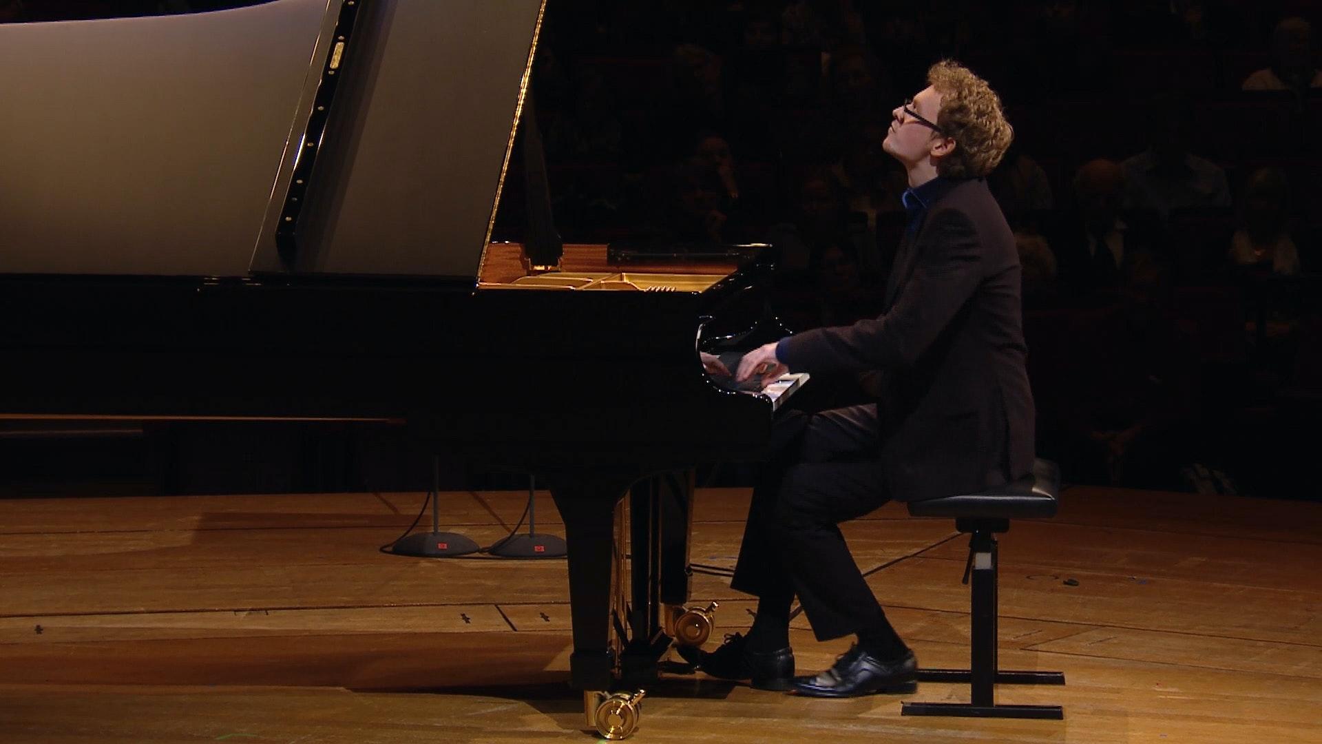 Sergey Redkin joue la Sonate pour piano n°9 de Prokofiev