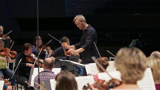 Hannu Lintu conducts Sibelius's Symphony No. 5