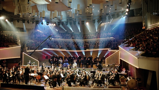 Sir Simon Rattle conducts Bernstein's Wonderful Town – With the Berliner Philharmoniker