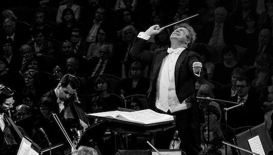 Semyon Bychkov dirige Dvořák, Smetana, y Martinů
