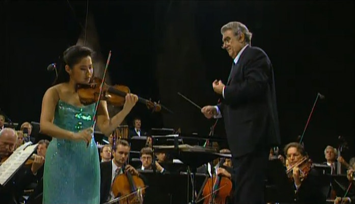 Plácido Domingo performs Spanish music with the Berliner Philharmoniker
