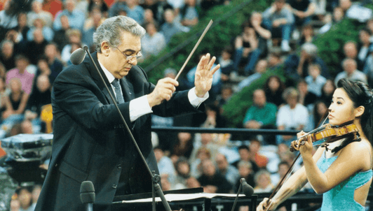 Plácido Domingo conducts Spanish music – With Ana Maria Martinez and Sarah Chang