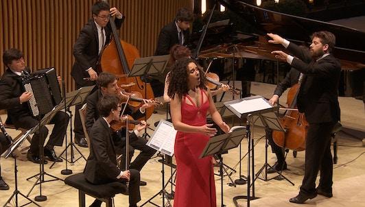 NOUVEAUTÉ : Pierre Dumoussaud dirige Mahler, Schnittke, Berg et Stravinsky — Avec Adèle Charvet et les Solistes de l'Atelier de Musique