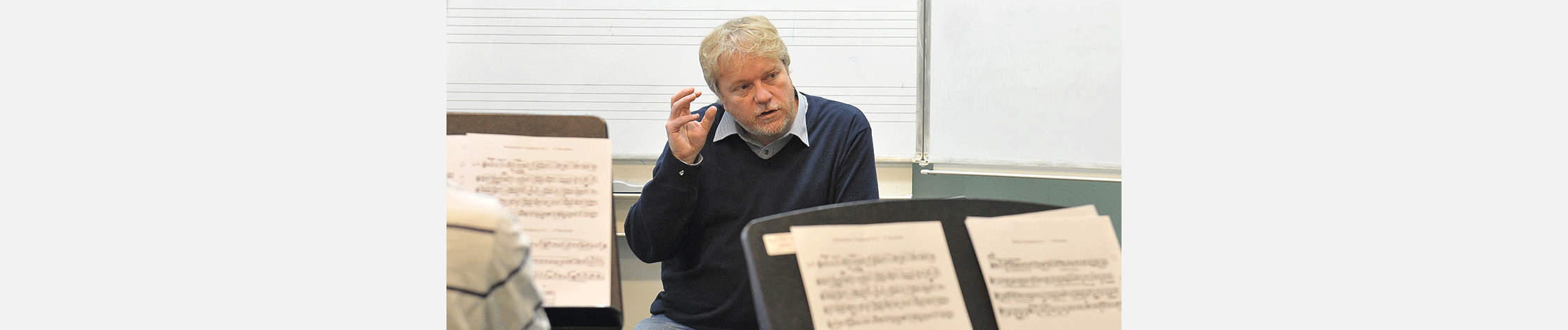 Timothy Lines conducts Steve Reich's Three Movements