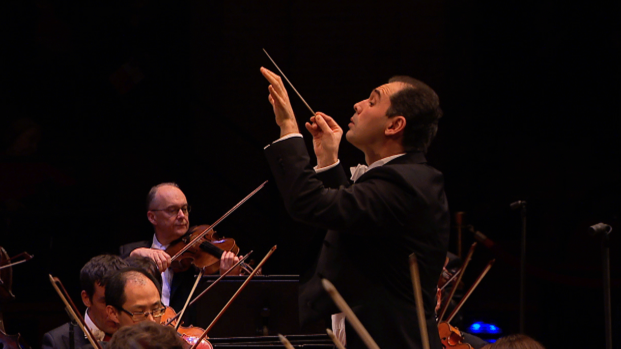 Tugan Sokhiev conducts Mozart, Beethoven, and Shostakovich – With Elisabeth Leonskaja