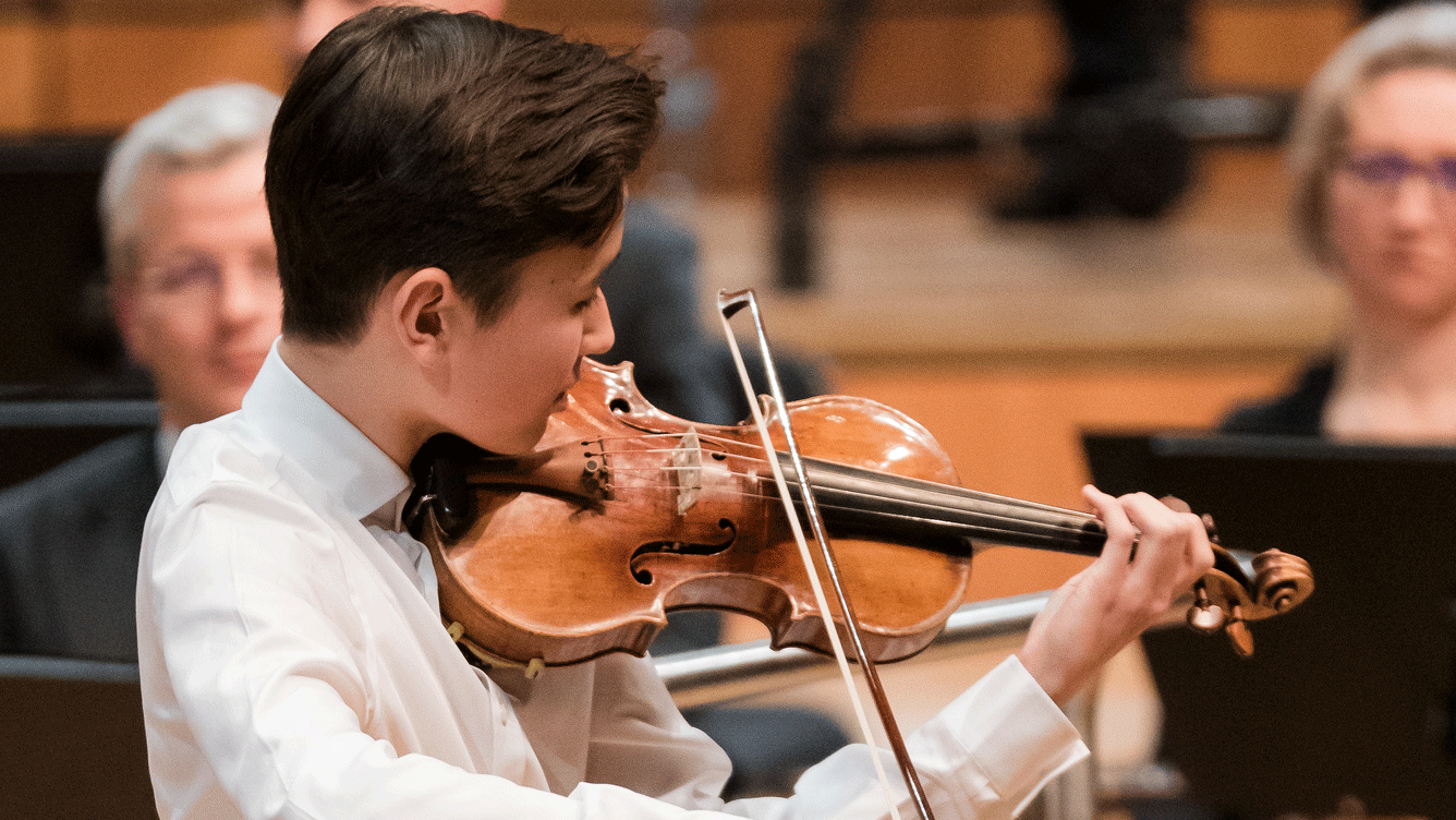Valery Gergiev dirige le Concerto pour violon n°5 de Mozart – With Daniel Lozakovich