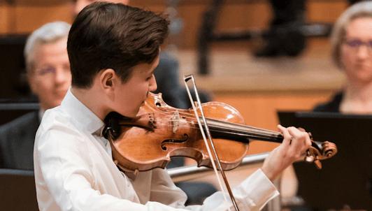 Valery Gergiev dirige el Concierto para violín n.° 5 de Mozart – Con Daniel Lozakovich