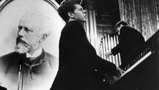 Van Cliburn plays Beethoven's Piano Concerto No. 5 and Tchaikovsky's Piano Concerto No. 1