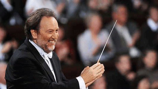 Riccardo Chailly conducts Shostakovich, Respighi, Rota, and Lincke